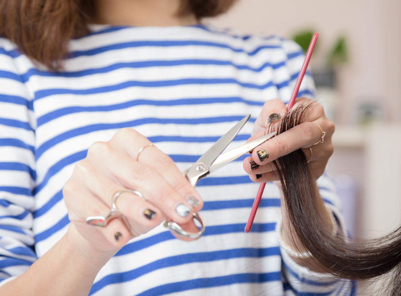 髪のプロの美容師     「トリートメントを毛先だけしか付けていませんか?」
