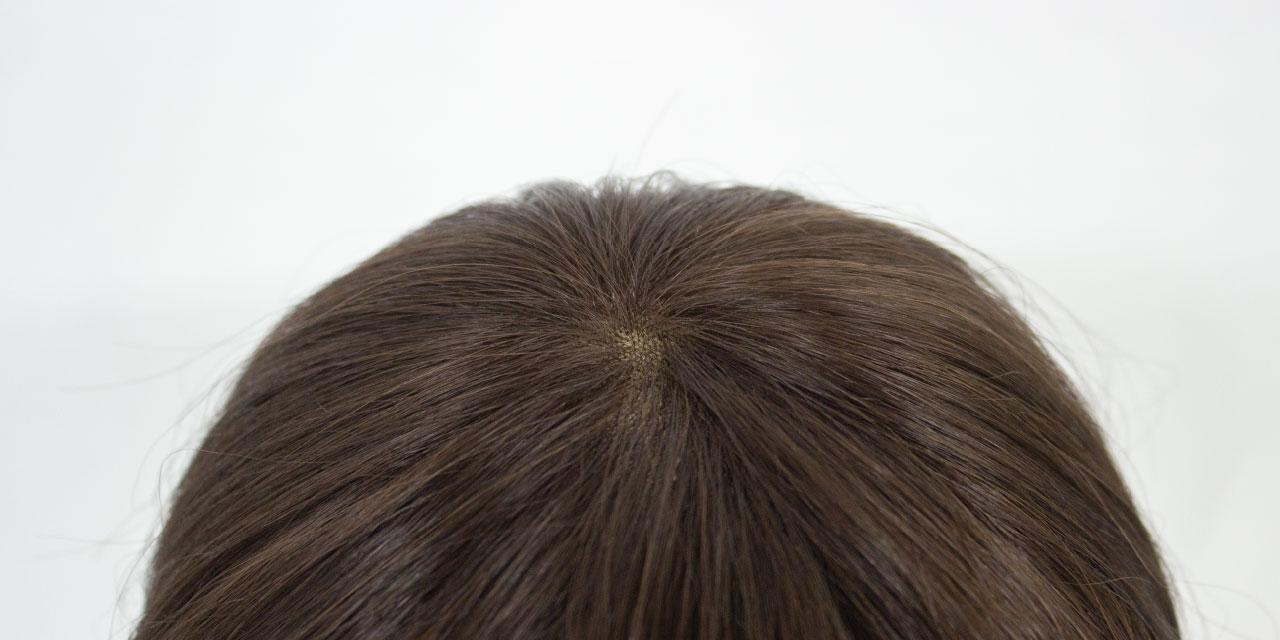 自然なつむじのために人工皮膚を使用